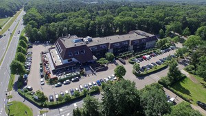 Hotel Arnhem is located in a wooded area.