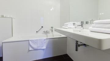 Design Badkamer Arnhem : Hotelkamers van der valk hotel restaurant arnhem